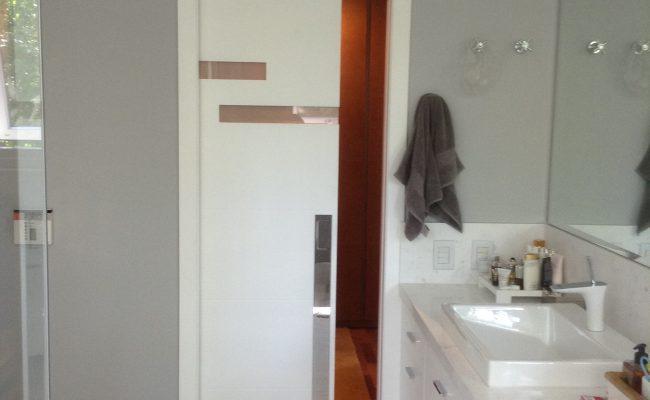 Porta de correr embutida para uma porta (2)